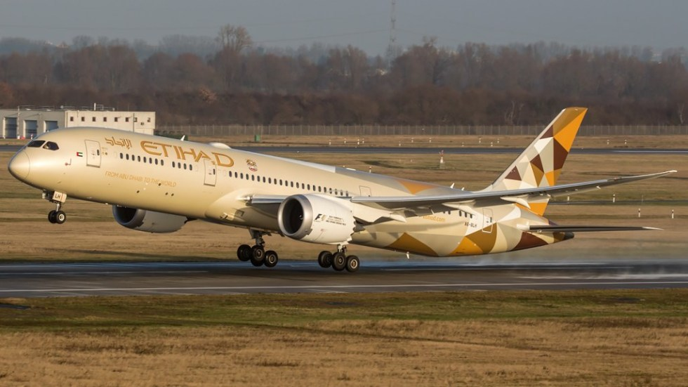 """An Etihad Boeing 787-9 and its """"raked-wingtips"""""""
