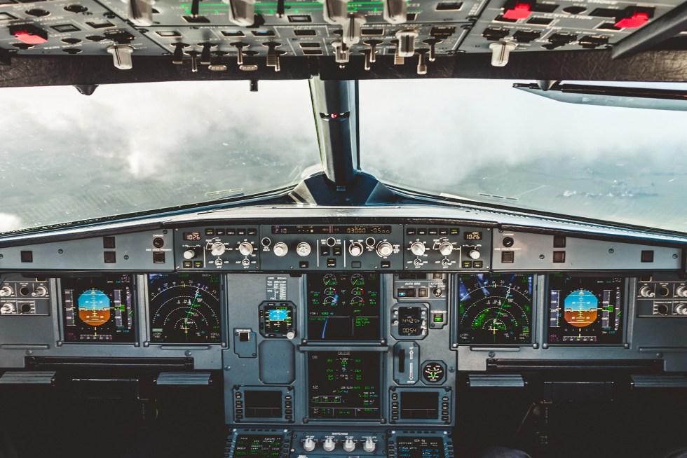 Descending in the Airbus A320 cockpit towards cologne/Bonn