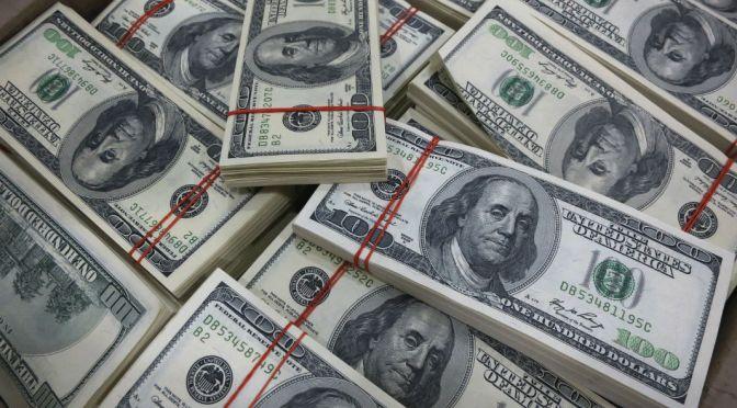 Dólar cede terreno, abre en $19.01 a la venta en bancos