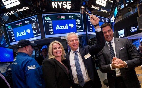 Dow Jones se recupera de caída histórica y gana 2.33 por ciento
