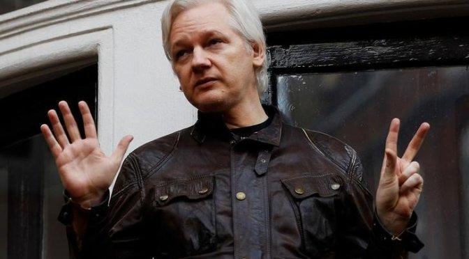 Días contados para Assange en embajada de Ecuador en Londres: Correa