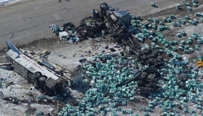 Asciende a 16 número de víctimas fatales en accidente en Canadá