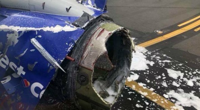 VIDEO: Muere mujer tras explotar turbina en avión en Filadelfia