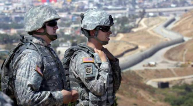 Gobernadores de Texas y Arizona celebran despliegue militar en frontera