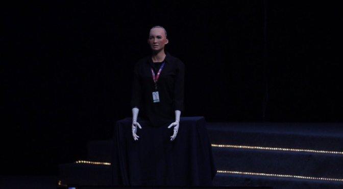 México contribuye mucho al mundo, dice Sophia Robot