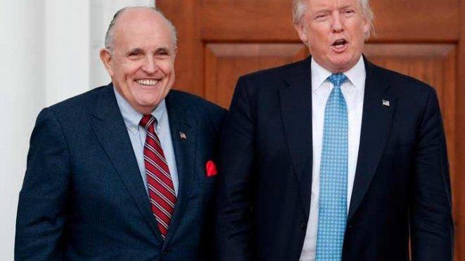 "Giuliani se une a equipo de Trump para ""negociar fin de la trama rusa"""