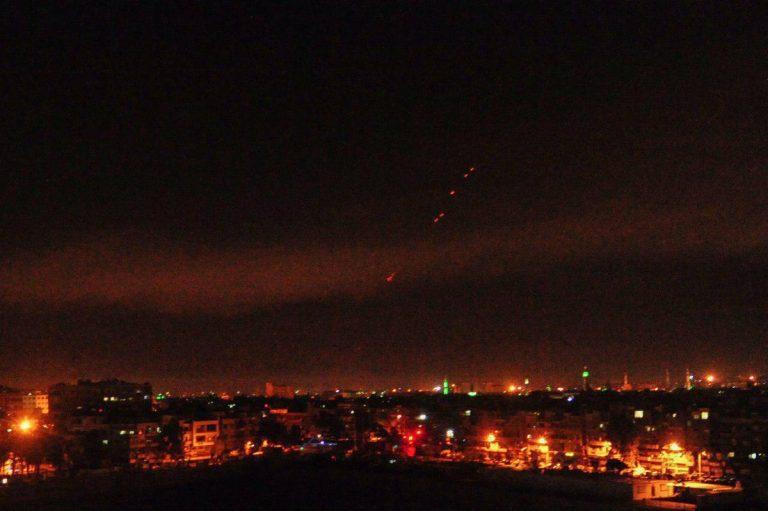 Reportan primeras explosiones en Siria