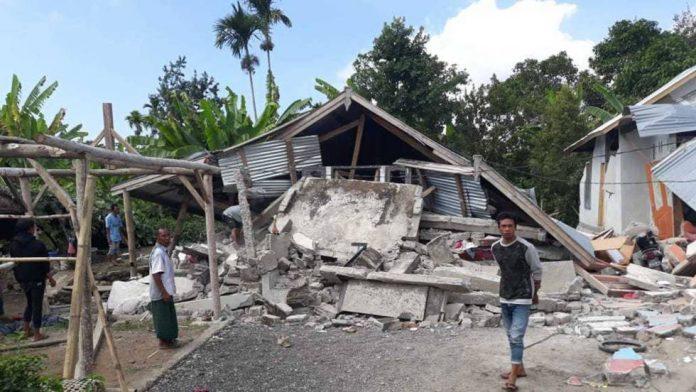 Suman 131 los muertos y casi mil 500 los heridos por sismo en Indonesia