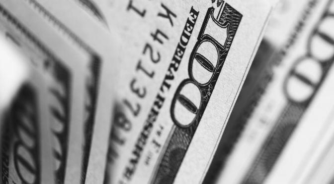 El peso inicia la sesión con una depreciación de 13.8 centavos, cotizando alrededor de 24.33 pesos por dólar