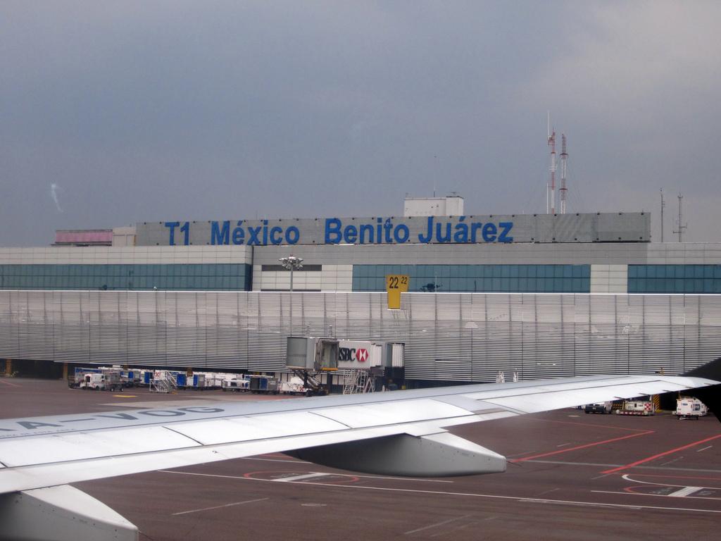 Resultado de imagen para Aeropuerto AICM Terminal 1, 2