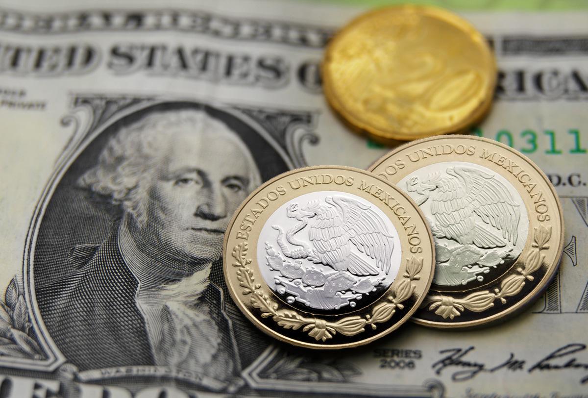Dólar retrocede, se vende en 19.59 pesos en bancos capitalinos