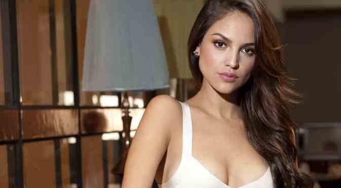 Eiza González se muestra sin ropa y causa polémica en