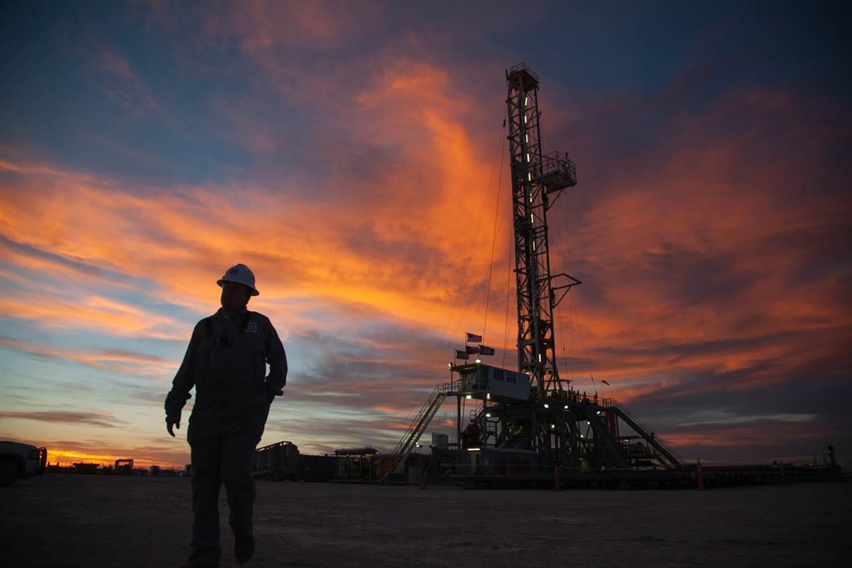 Petróleo mexicano pierde 1.59 dólares, se vende en 75.77 el barril