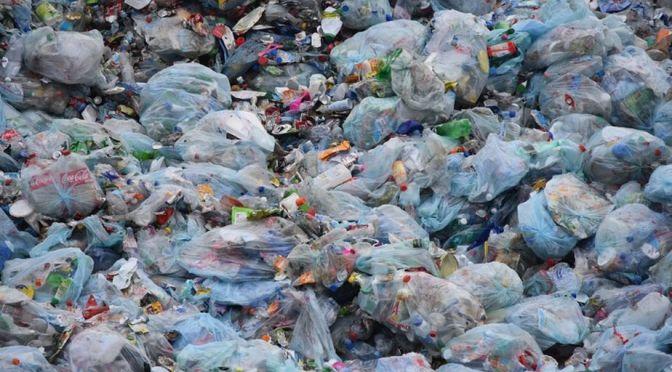 Reciclaje no resuelve problema del plástico, señala Greenpeace