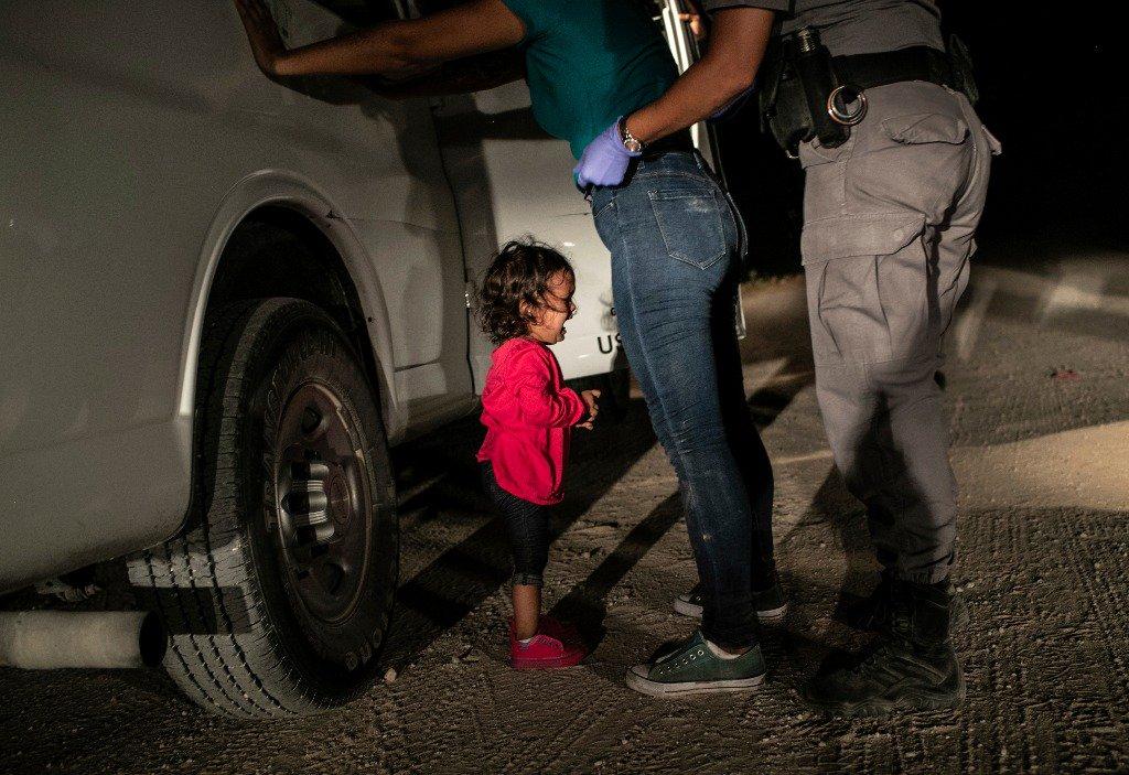"""""""Niña llorando en la frontera"""", de John Moore, es la ganadora del World Press Photo 2019"""
