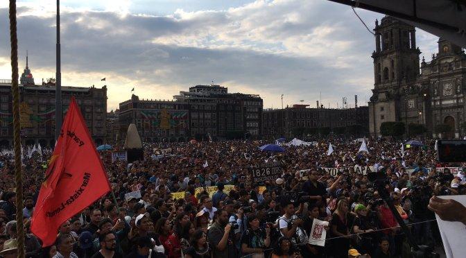 Padres de los 43 exigen a López Obrador no proteger al Ejército; militares se llevaron a nuestros hijos, dicen