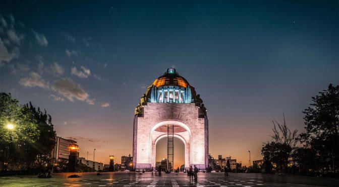 Con énfasis en comercio y servicios expertos pronostican recesión económica en México