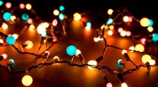 Miles de luces convierten esta casa en una atracción navideña