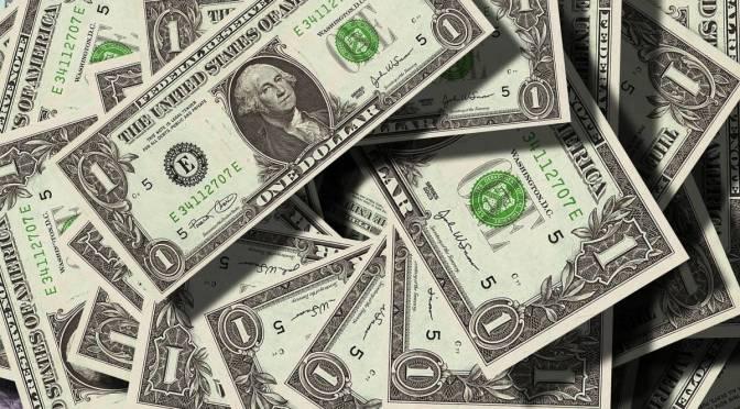 Dólar supera los 23 pesos en bancos tras repunte de casos de COVID-19 en EU