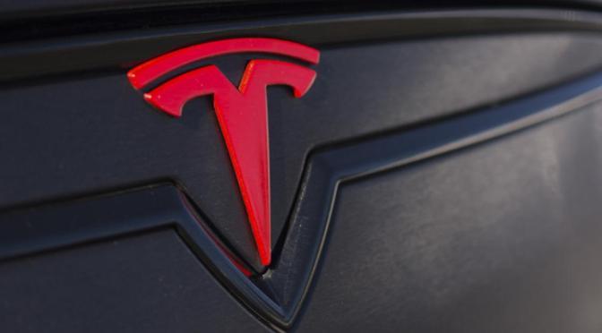 Tesla, la empresa automotriz más valiosa del mundo en la bolsa con 208 mil millones
