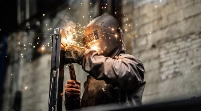 Personal ocupado en industria manufacturera retrocede 6.2% en mayo; es su mayor caída desde 2009
