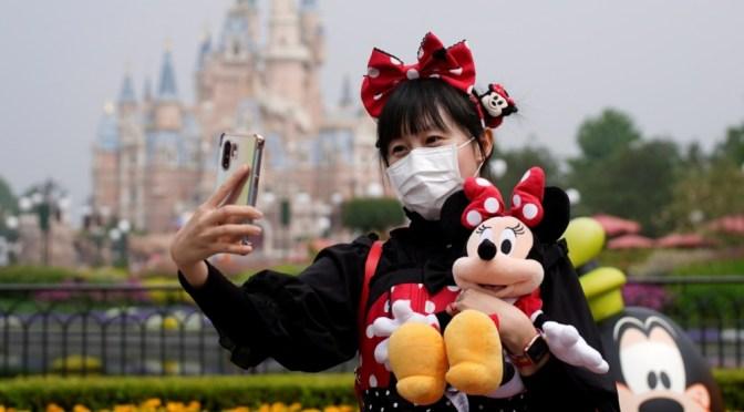 Nuevas reglas en Disney: prohíbe ciertos tipos de cubrebocas