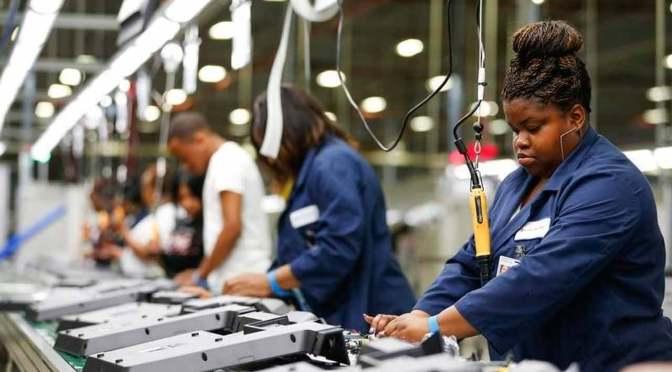 EU crea 4.8 millones de puestos de trabajo en junio; tasa de desempleo baja a 11.1%