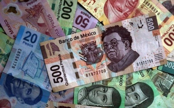 Peso mexicano gana tras proyecto de reforma a pensiones, Peñoles destaca en avance de bolsa