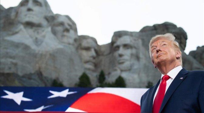 Trump visita Monte Rushmore en medio de controversia indígena y preocupación por coronavirus