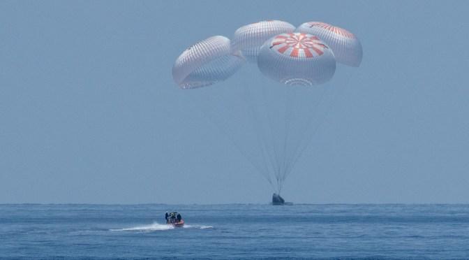 Cápsula de SpaceX hace el 1er amerizaje en 45 años