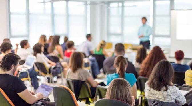 ¿Cómo es el regreso a clases para los universitarios centennials en la era del COVID-19?
