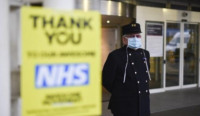 Gran Bretaña endurece medidas contra COVID-19 por repunte