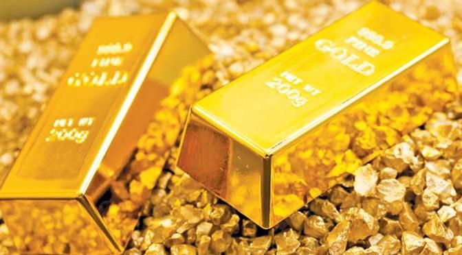 Oro cae cerca de mínimo de dos semanas por rebote del dólar