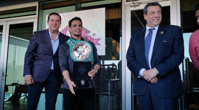 Estrena Zanfer oficinas con entrega de cinturón y campeonato