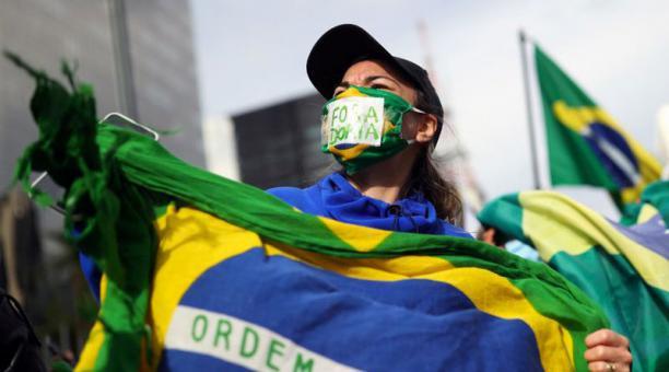 Crece la presión sobre Brasil por la vacuna contra COVID-19