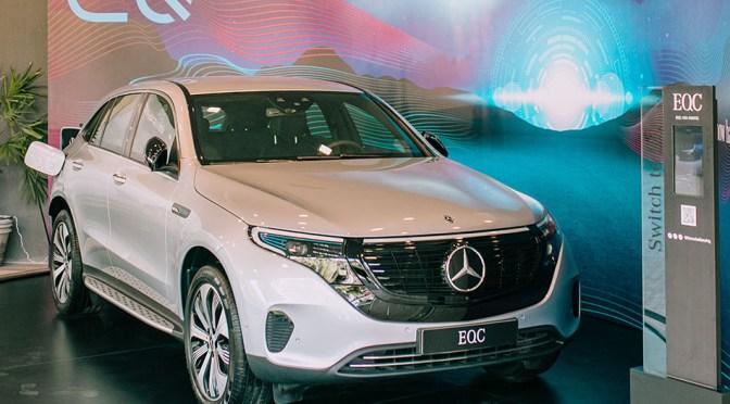 Mercedes presenta SUV eléctrica compacta en un intento por superar a Tesla