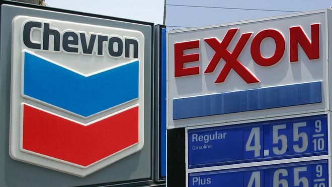Revelan que directores ejecutivos de Exxon y Chevron discutieron sobre fusión de las compañías el año pasado