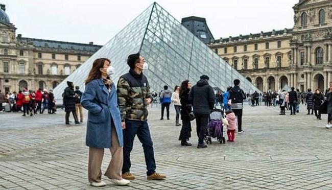 Visitas al museo del Louvre bajaron 72% en 2020 debido a COVID