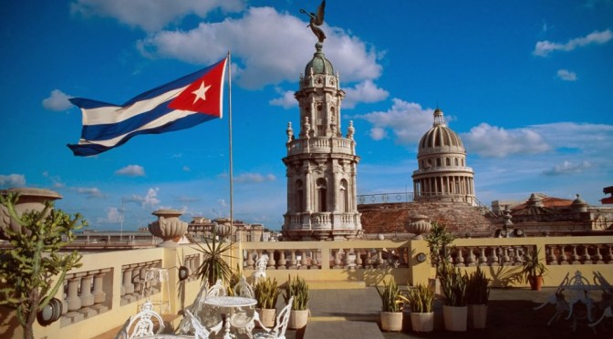 Cuba pondrá en cuarentena a viajeros en medio de aumento de COVID-19