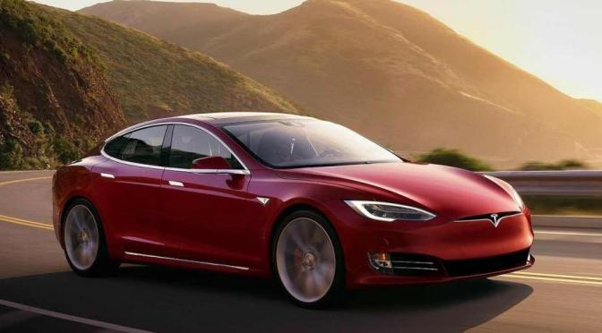 Tesla lanza una variante más barata del modelo Y SUV