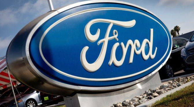 Ford reduce la producción debido a la escasez mundial de chips
