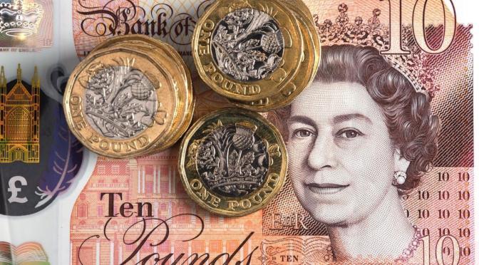 Libra esterlina se mantiene por encima de 1.39 dólares a medida que el dólar se debilita
