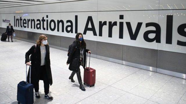 Reino Unido prohíbe llegadas internacionales de 4 países más por virus; ya suman 39 en total