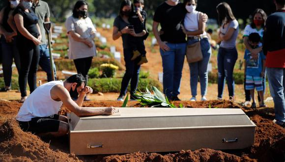 Brasil registra más de 4,000 muertes por COVID-19 en un día