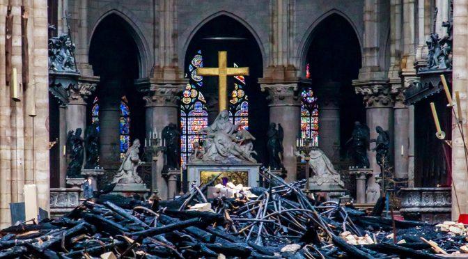 Tardaremos en reconstruir entre 15 y 20 años: Rector de Notre Dame