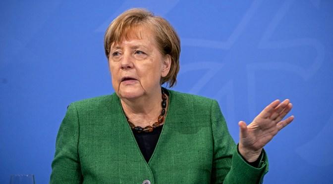 Merkel promete avance en vacunación pese cambios de AstraZeneca