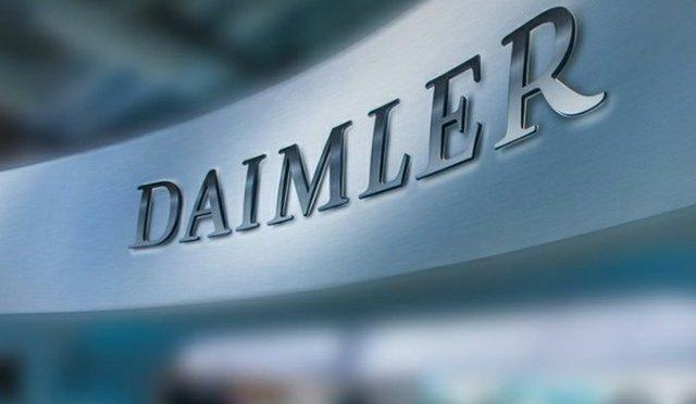 Daimler reducirá las horas de laborales de 18,500 trabajadores por escasez de chips