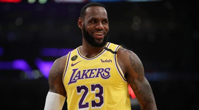 Tarjeta de novato de LeBron James se vende por un récord de 5.2 millones de dólares