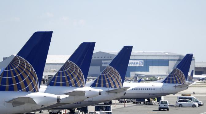 Ingresos de United Airlines cae 66% durante primer trimestre de 2021