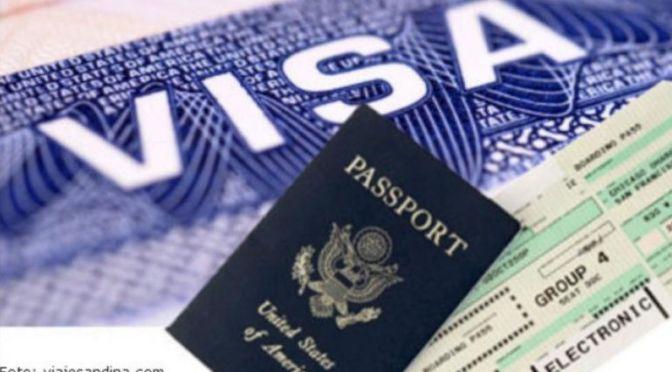 Estados Unidos estudia emitir pasaportes de vacunación para viajeros